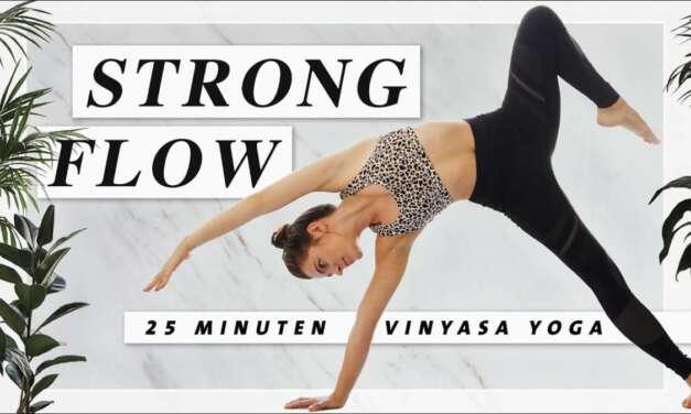 Kraftvoller Yoga Vinyasa Flow | Dynamisch Und Geschmeidig Fließen | 25 Min. Yoga Workout Mittelstufe